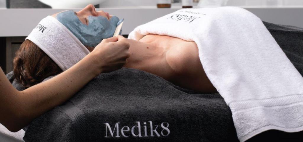 Medik8 luxe facial bij Dermaskin